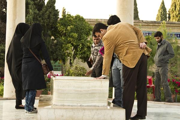la devozione degli iraniani per i loro poeti