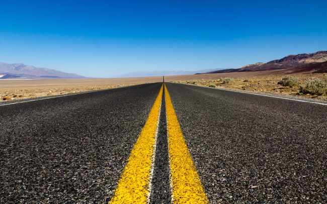 the-road-Death-Valley-California