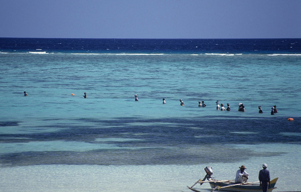 Comoros: fishing the lagoon